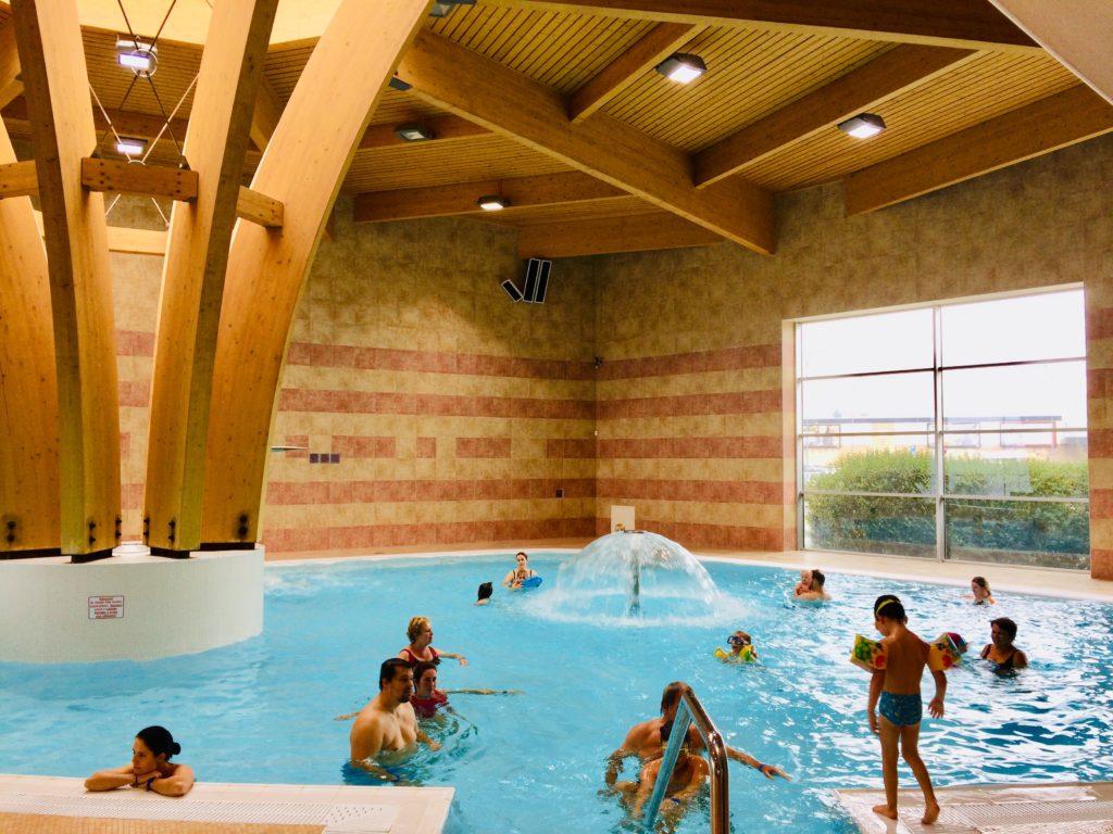 Děti řádí v Aquaparku v JH